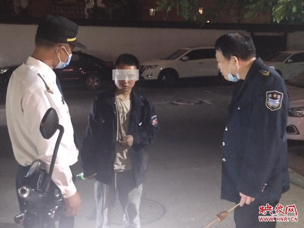无电话无详细住址半夜进家属院借钱 郑州17岁男孩遭拒后吵闹多时