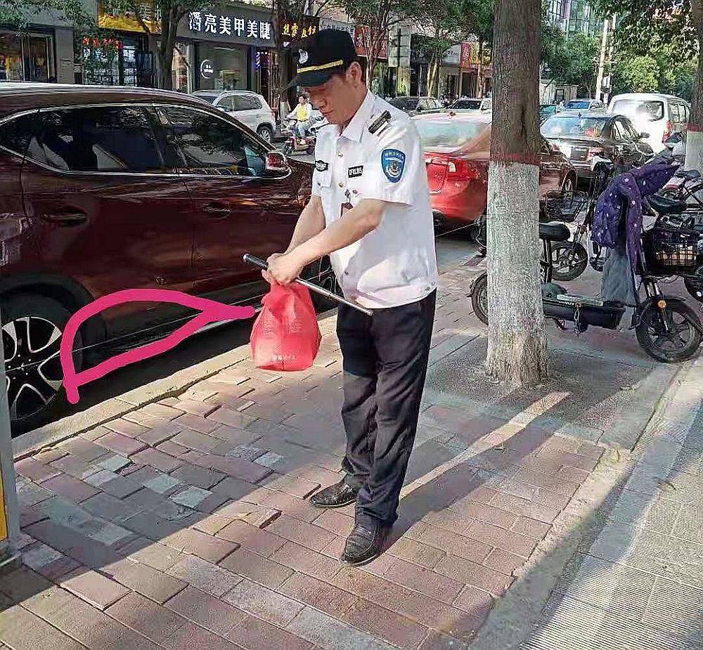 """超细钢丝马路边""""拦腰"""" 郑州众多市民纷纷中招"""