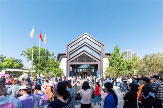 五一超3万人打卡叫响北城风云 融创郑州如何燃爆出圈?