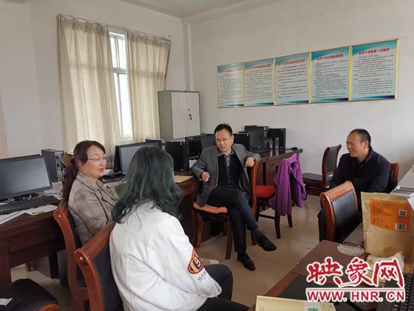 杨东亮一行到驻马店市第十中学调研