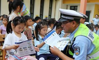 漯河交警开展有益有趣交通安全教育课