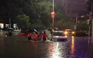 濮阳妇幼保健院暴雨中安全接回重症患儿