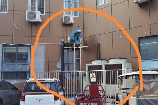 许昌:空调主机挺立马路上 街边噪音何时了?