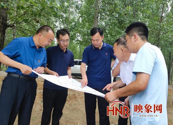 开封市领导率队查看贾鲁河南曹乡荣村险段防汛工作