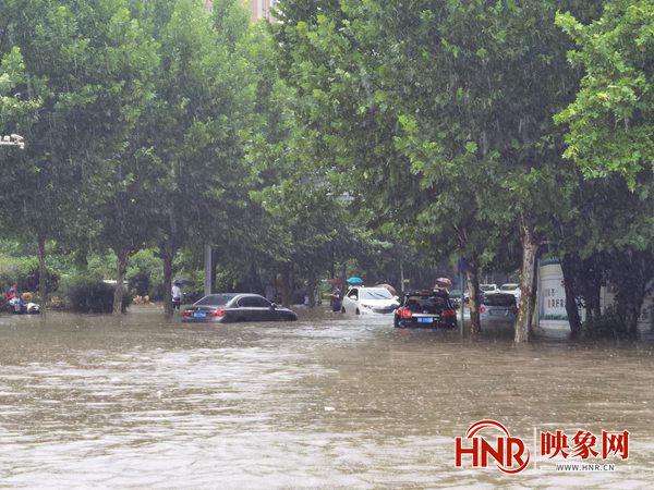 许昌市城区降雨超125mm 部分路段积水严重