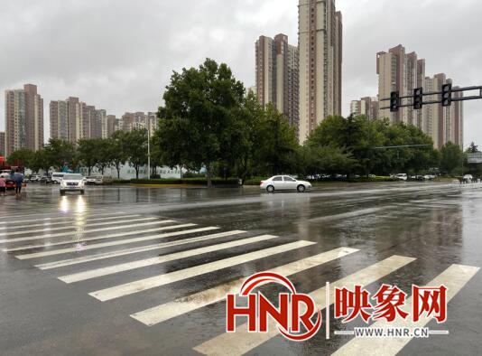 郑州机场暂停进港航班 5000多名旅客滞留航站楼