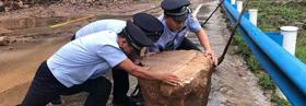 林州市公安局石板岩派出所:全员出动消除道路风险隐患