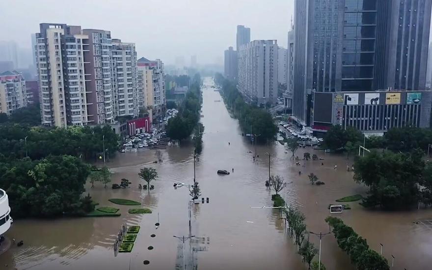 暴雨过后的新乡:街道积水成河