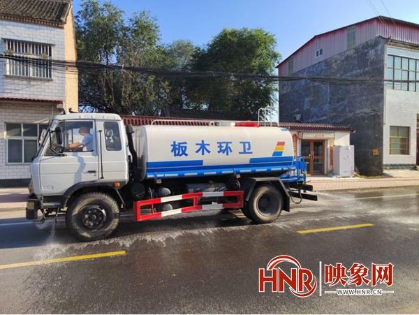 杞县板木乡:开展雨后消杀 确保群众健康安全