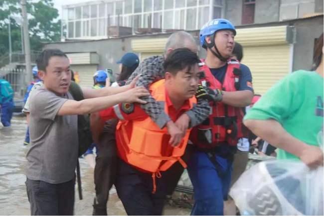 洛阳体彩人在新乡抗洪救援一线