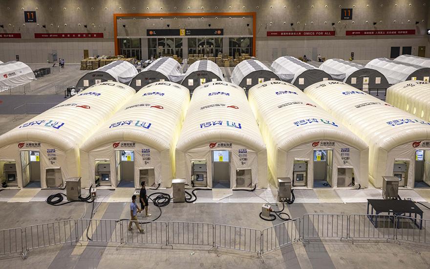 江苏南京正进行第二轮全员核酸检测 多个移动式方舱实验室助力核酸检测