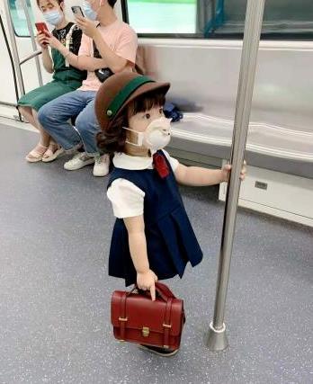 """中国妈妈辟谣地铁小女孩是日本小孩! 别""""日本萌娃""""了,孩子是大中华儿女"""