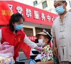 潢川县为孩子免费发放中药香包