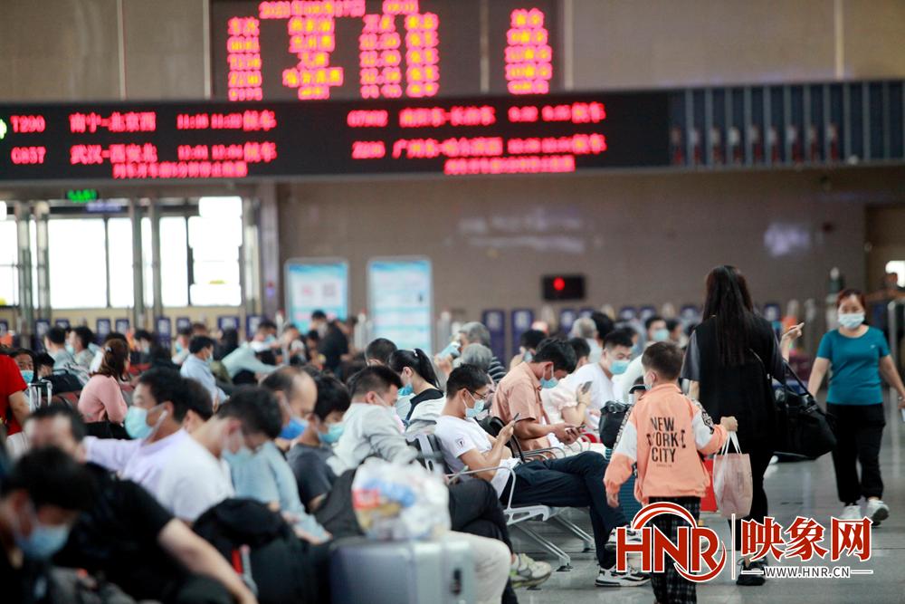 中秋小长假期间铁路郑州局计划加开直通临时旅客列车7对