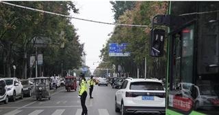 漯河小学采取有效措施缓解校园周边拥堵
