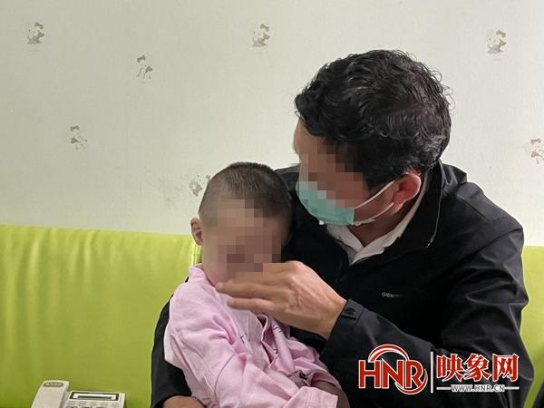 中秋节前郑州警方帮助走失儿童回家 认亲现场父母痛哭