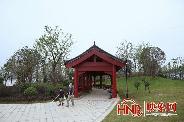 潢川县滨河公园开园 居民生活休闲好去处