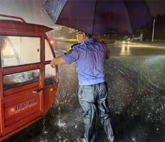 郑州市公安局航空港分局郑港派出所曹江鹤:闻讯而动 坚守疫线