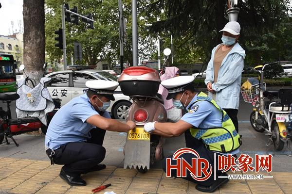 方便市民电动车上牌 漯河交警设置5个免费上牌处