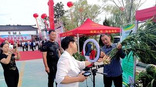 南阳市卧龙区农民丰收节上特色农产品成网红