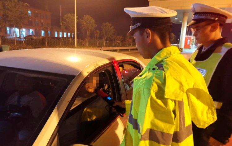 曝光!这200辆车违法占应急车道被记6分 河南高速交警如何举报更有效