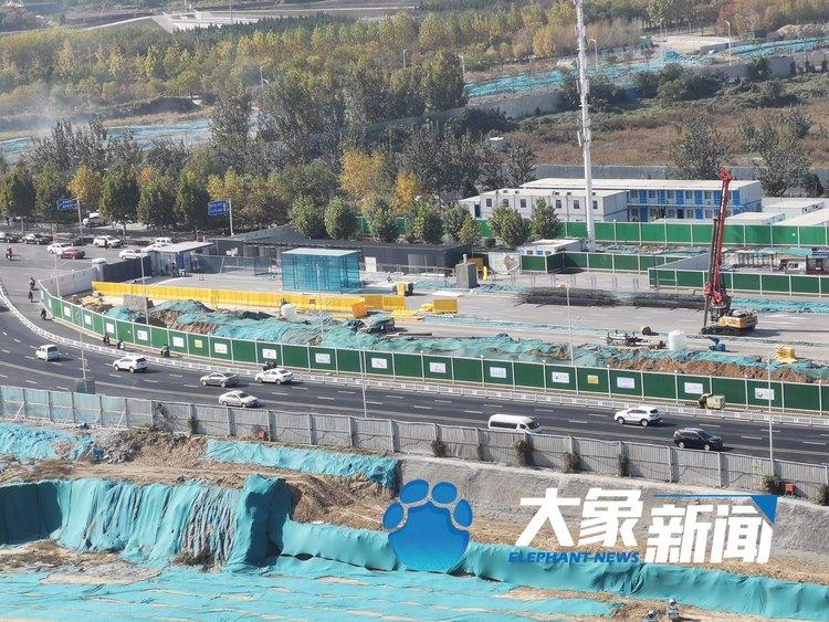 郑州地铁7号线施工现场发生塌方事故 一名工人疑似被埋