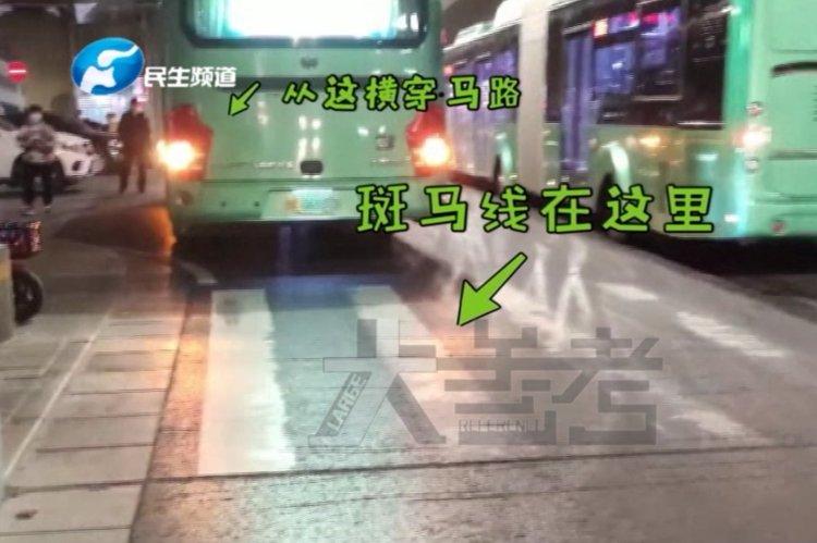 嗷嗷大哭!女子横穿马路被公交车撞伤,隔着屏幕都觉着疼