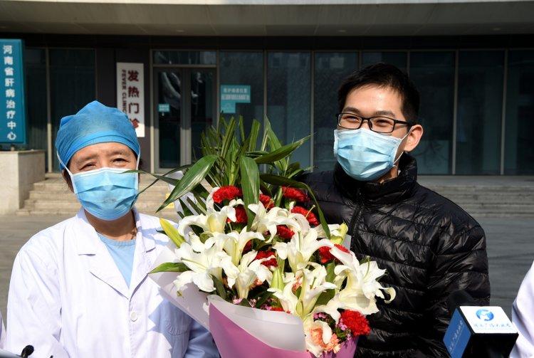"""""""感觉跟得了次感冒差不多"""" 不到十天,河南省人民医院首例治愈的新冠肺炎患者出院啦"""