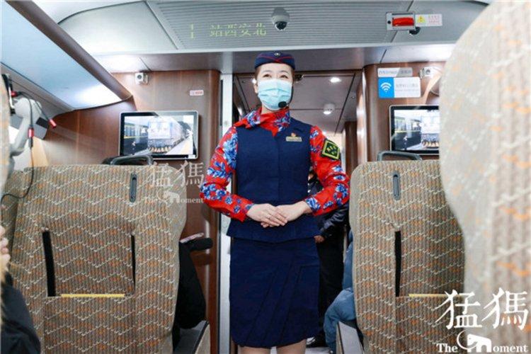 """""""就地过年""""下的春运,列车是如何消毒的?遇到发热旅客怎么办"""