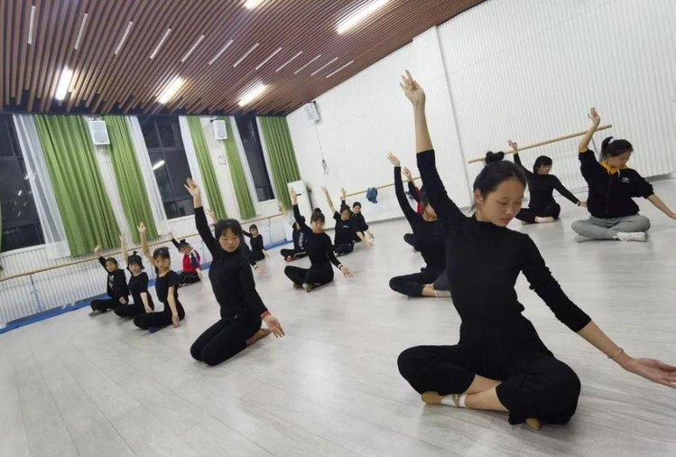 医家义舞--用爱相守,郑州市舞韵艺术培训学校再次征集抗疫医护工作者及子女免费教学