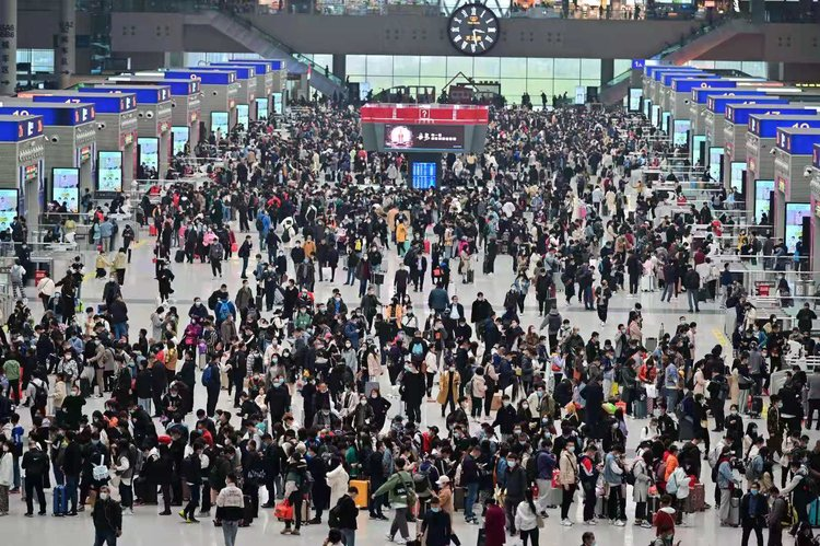 郑州铁路清明假期累计发送旅客224万人,同比去年增长283.7%