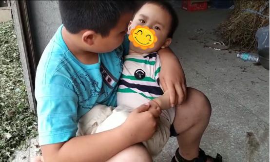 驻马店2岁男童从电动车上摔下,还没来得及哭一声就当场昏迷